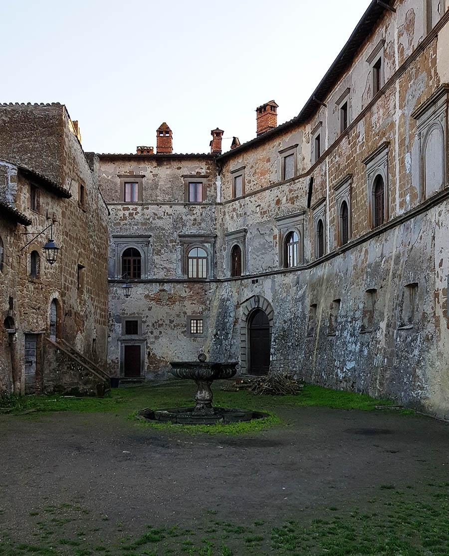 Risultati immagini per castello montecalvello
