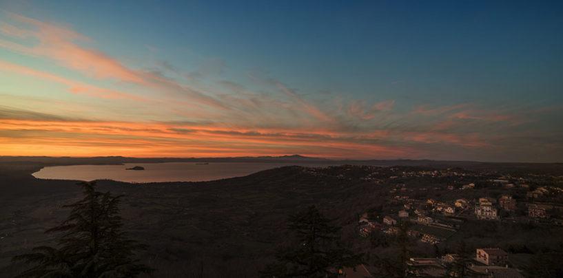 Un magico tramonto sul Lago di Bolsena negli scatti di Maurizio Di Giovancarlo