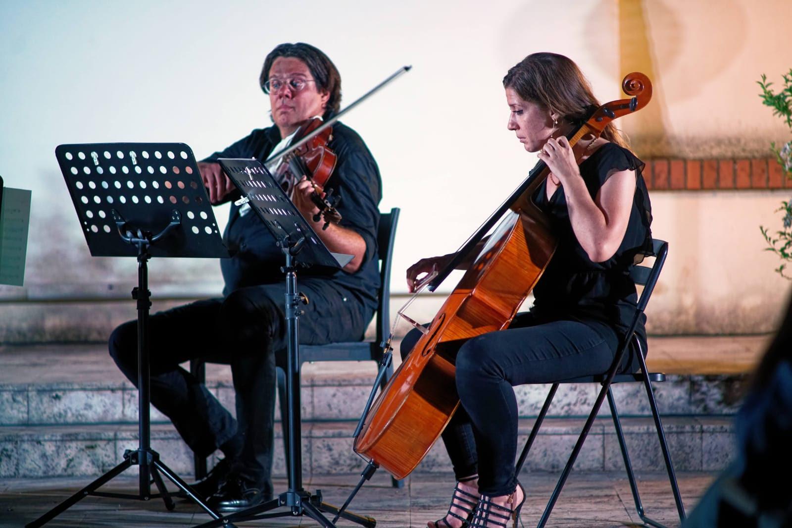 La famosa Orchestra Italiana del Cinema all'opera