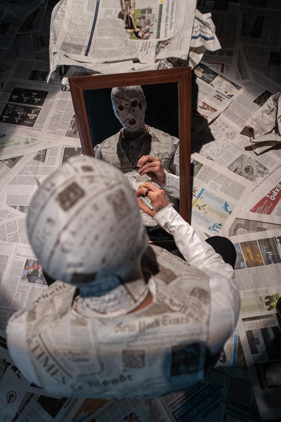 Periferie artistiche Roma. The Newspaper Man