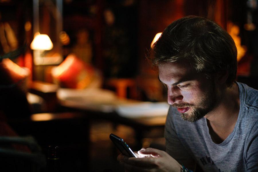 Quanto tempo passi al cellulare? La dipendenza da smartphone