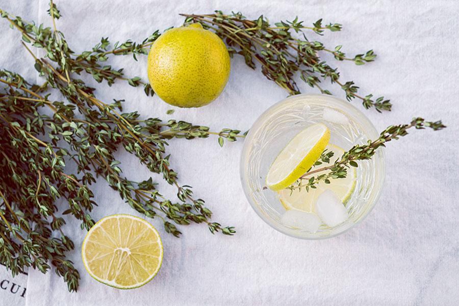 Acqua aromatizzata: idratazione, vitamine e minerali in un solo sorso